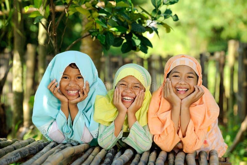 Glückliche Kinder im Freien lizenzfreies stockfoto