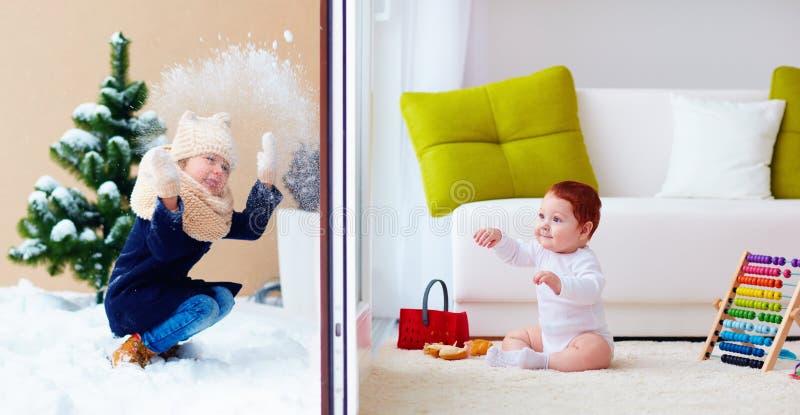 Glückliche Kinder, Innen- und im Freien, spielend durch die Glasschiebetüren stockfotos