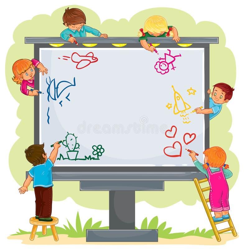 Glückliche Kinder zeichnen zusammen auf eine große Anschlagtafel lizenzfreie abbildung