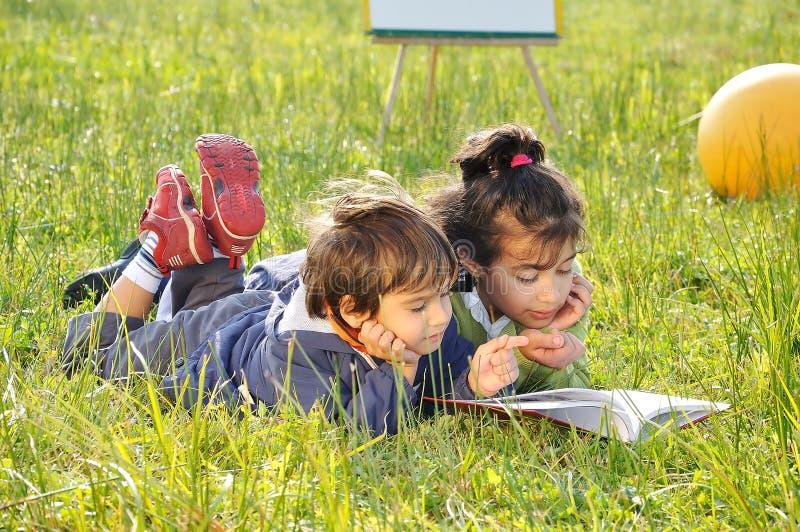 Glückliche Kindheit lizenzfreies stockfoto