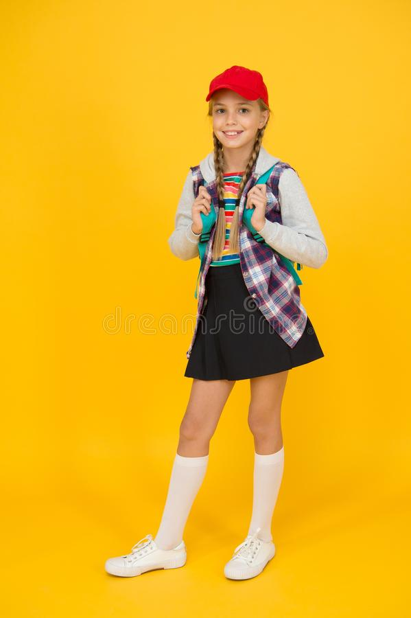 Glückliche Kindheit Teens Mode Teenagerleben Schultage Moderner Teenager Zuversicht und sorgenfrei Cute Hipster lizenzfreie stockfotos