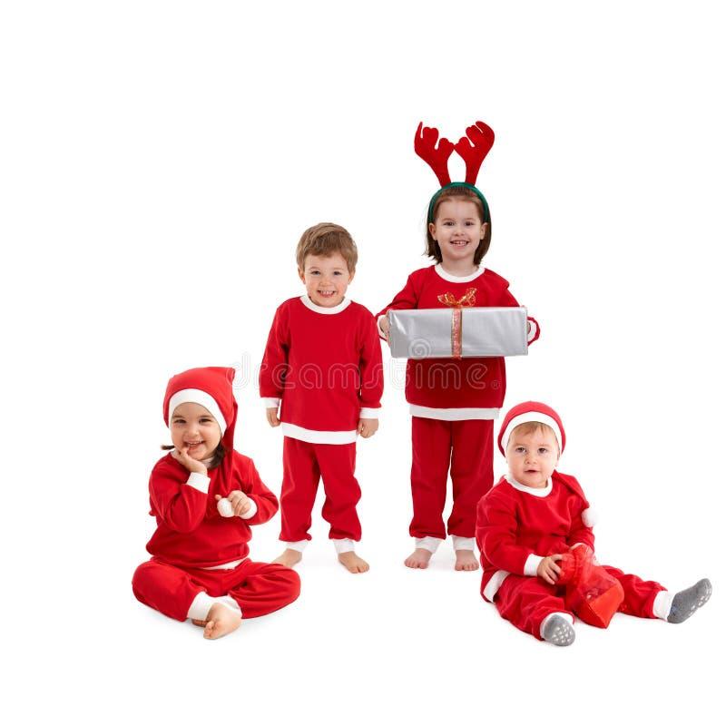 Glückliche kleine Kinder im Sankt-Kostüm lizenzfreies stockbild