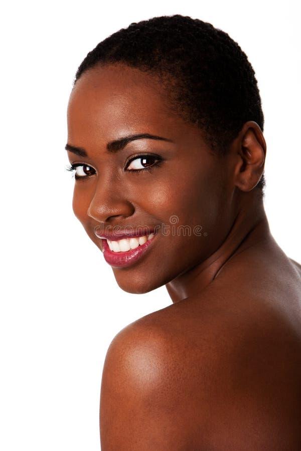 Glückliche lächelnde afrikanische Frau, schöne Zähne. stockfoto