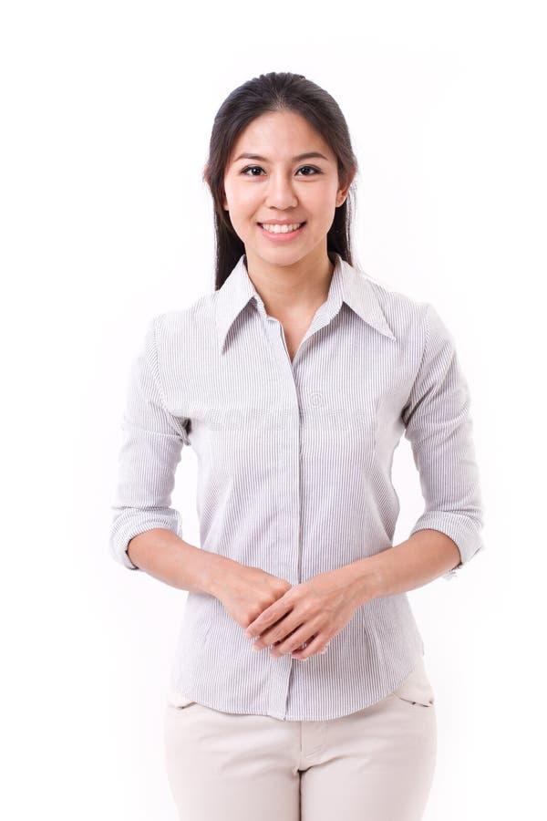 Glückliche, lächelnde asiatische Frau lizenzfreie stockbilder
