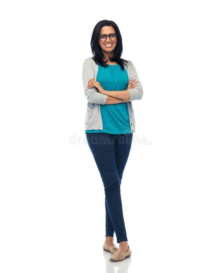 Glückliche lächelnde junge indische Frau in den Gläsern lizenzfreie stockfotos