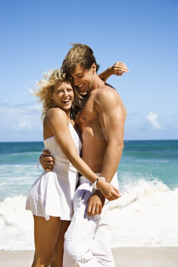 Glückliche lächelnde Paare. stockfotografie