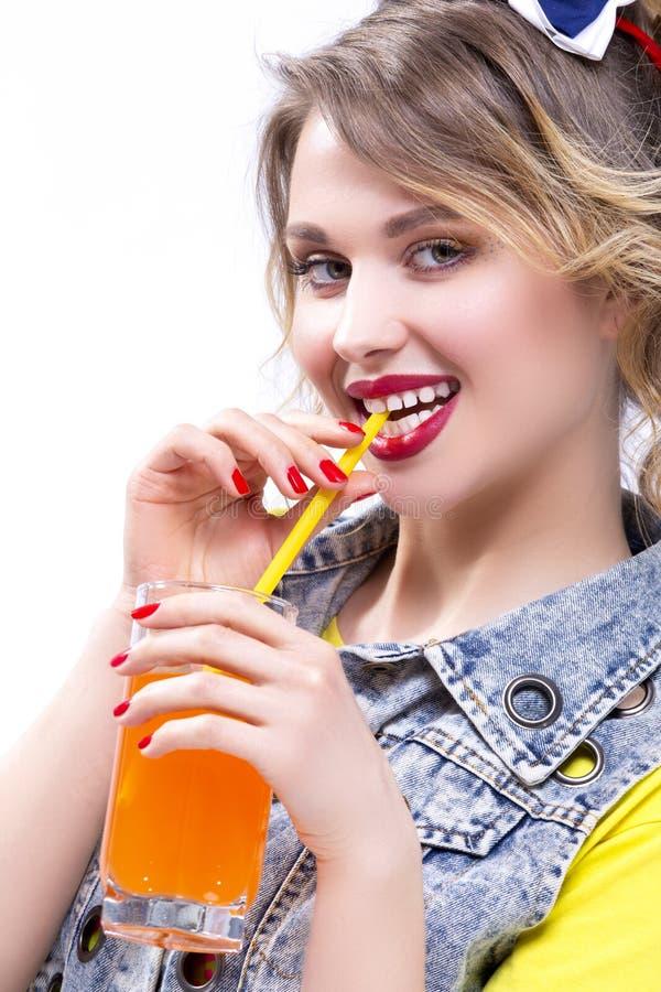 Glückliche Leben-Ideen und Konzepte Positives und glückliches kaukasisches blondes lizenzfreie stockfotos