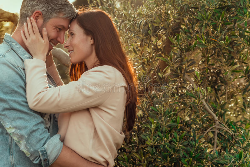 Glückliche Lebensstilpaare lizenzfreie stockfotografie