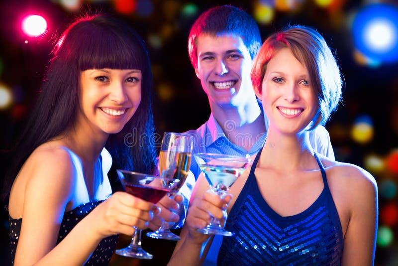 Glückliche Leute an der Party lizenzfreie stockfotografie