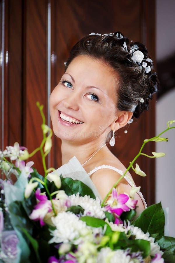 Glückliche lustige Braut stockbild