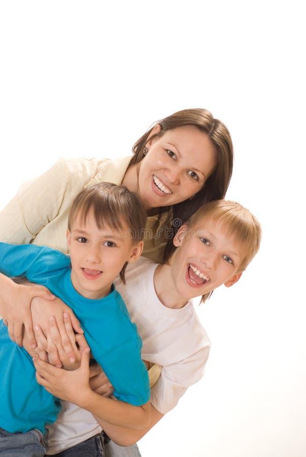 Glückliche Mamma mit zwei Kindern lizenzfreies stockfoto