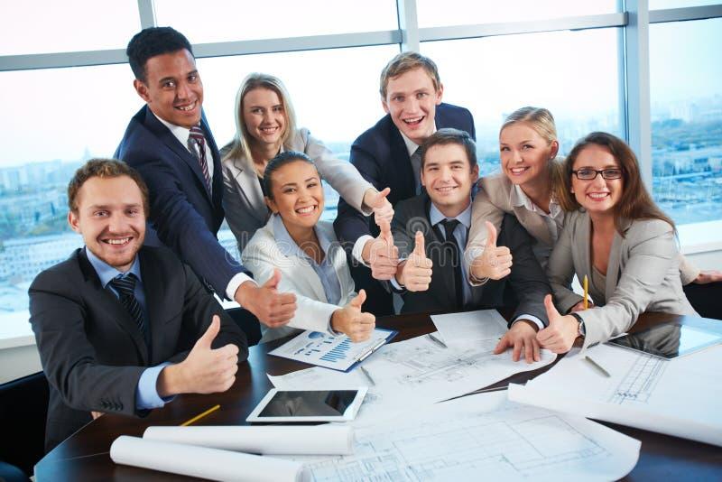 Glückliche Mitarbeiter stockfotos