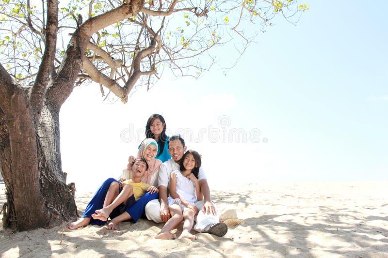 Glückliche moslemische Familie lizenzfreie stockbilder