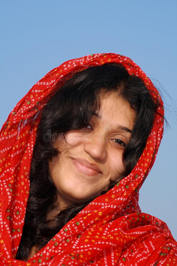 Glückliche moslemische Frau stockfotografie