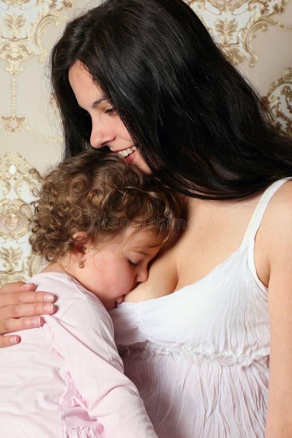 Glückliche Mutter mit Kind lizenzfreie stockbilder
