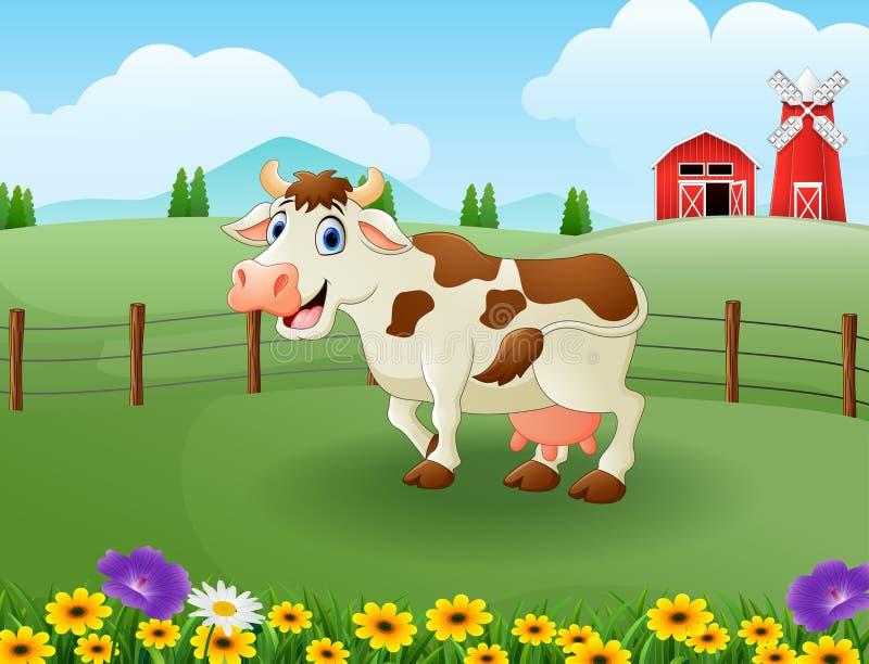 Glückliche nette braune Kuh im Bauernhof mit grünem Feld lizenzfreie abbildung