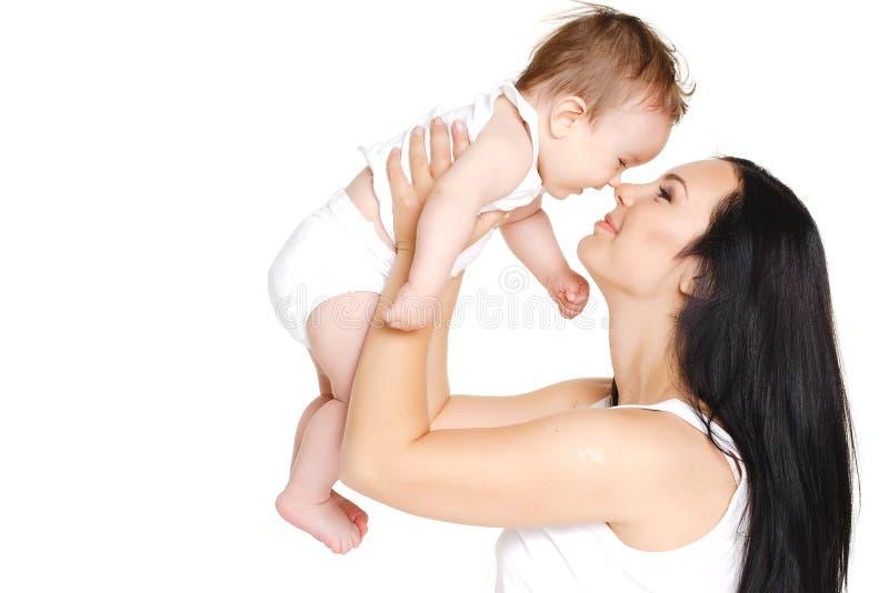 Glückliche nette Familie. Mutter und Baby, die Spaß haben lizenzfreie stockbilder