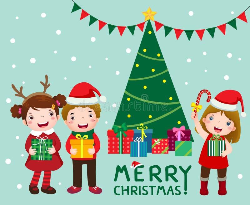 Glückliche nette Kinder mit Geschenkboxen nähern sich Weihnachtsbaum lizenzfreie abbildung