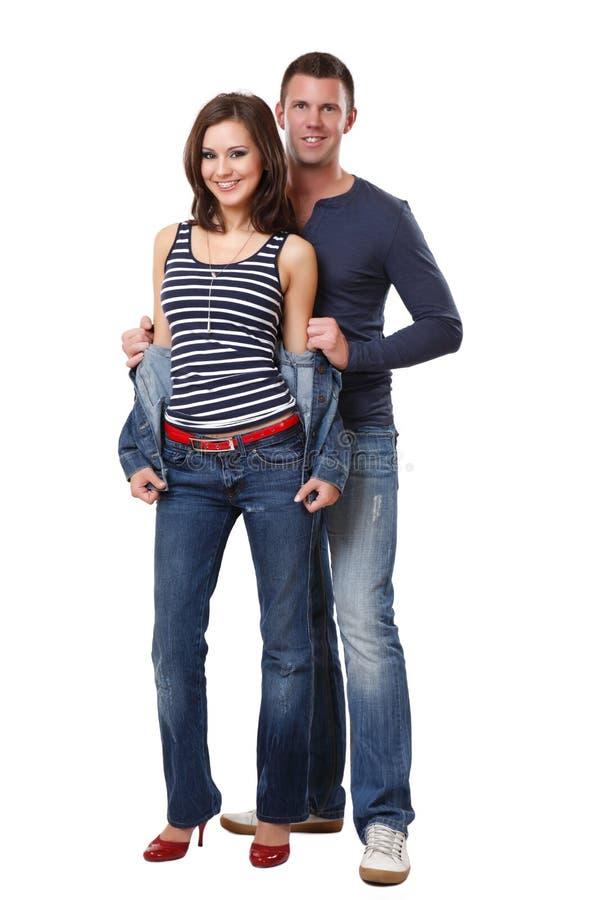 Glückliche nette Paare im Studio lizenzfreie stockfotografie
