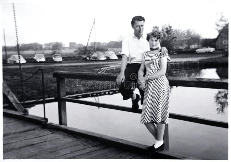 Glückliche Paare 1956 lizenzfreie stockfotos