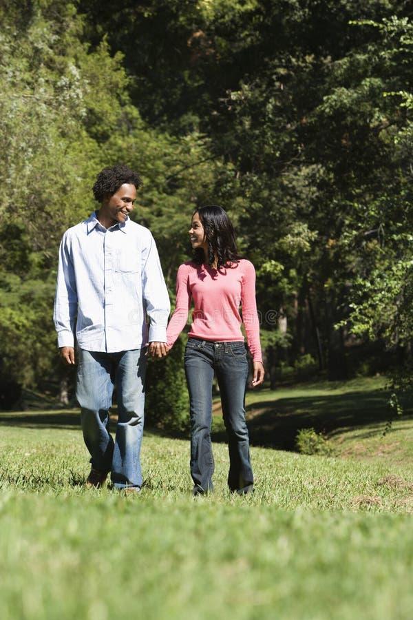 Glückliche Paare. lizenzfreie stockbilder
