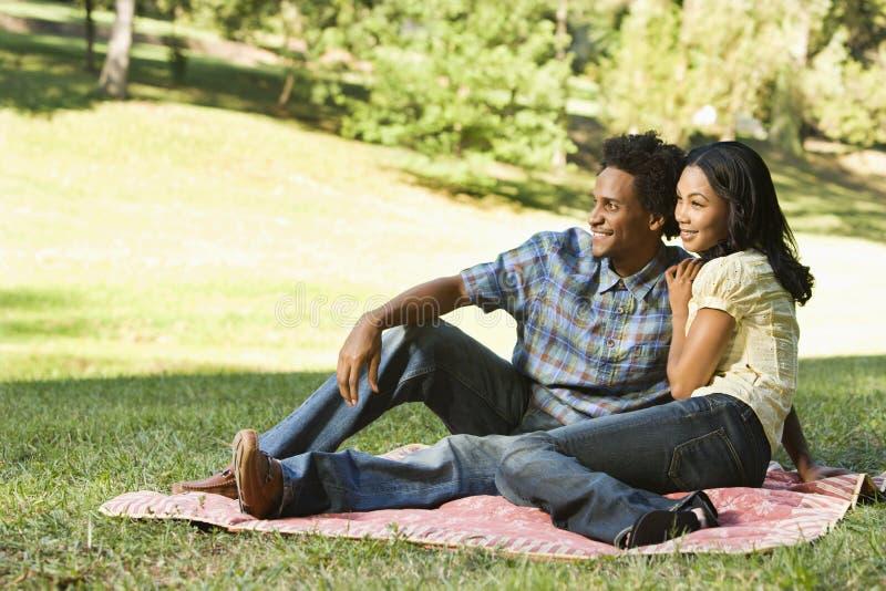 Glückliche Paare. lizenzfreies stockbild