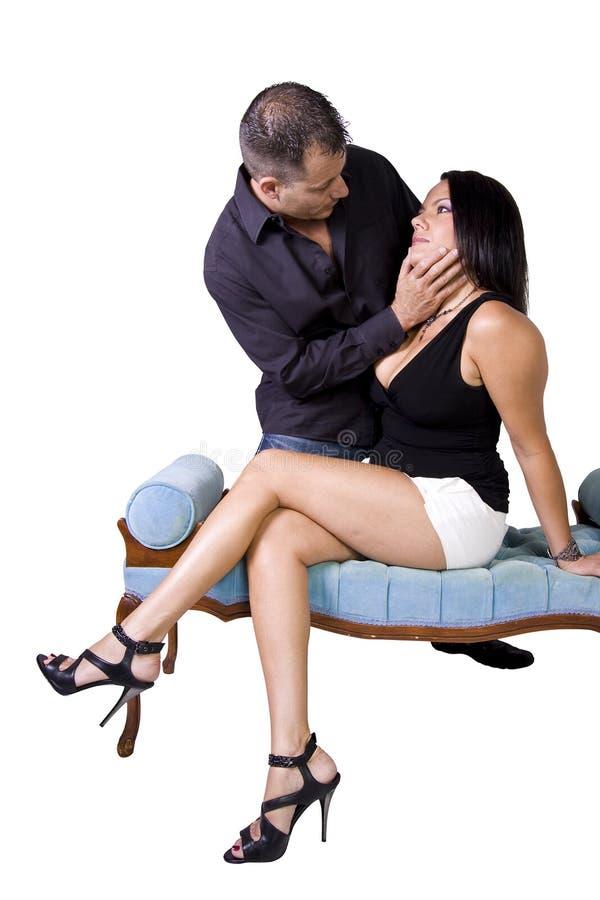 Glückliche Paare, die oben - weißen Hintergrund stehen stockbild
