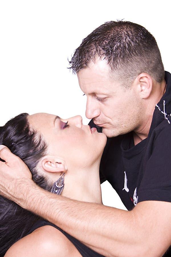 Glückliche Paare, die oben - weißen Hintergrund stehen lizenzfreie stockfotografie
