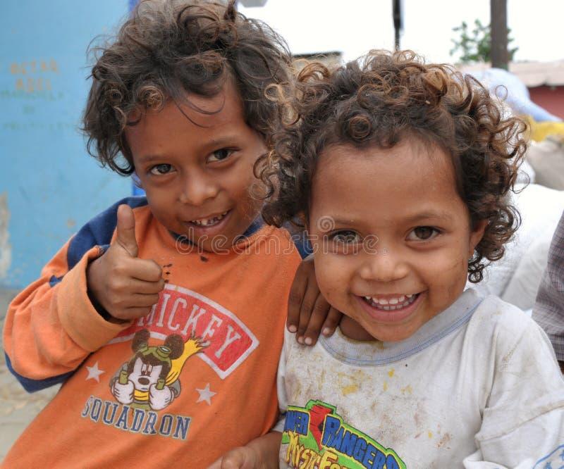 Glückliche peruanische Kinder stockfotografie