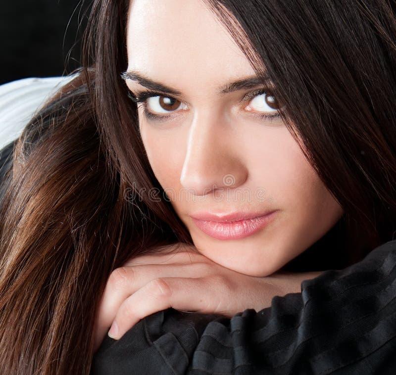 Glückliche recht junge Frau lizenzfreie stockbilder