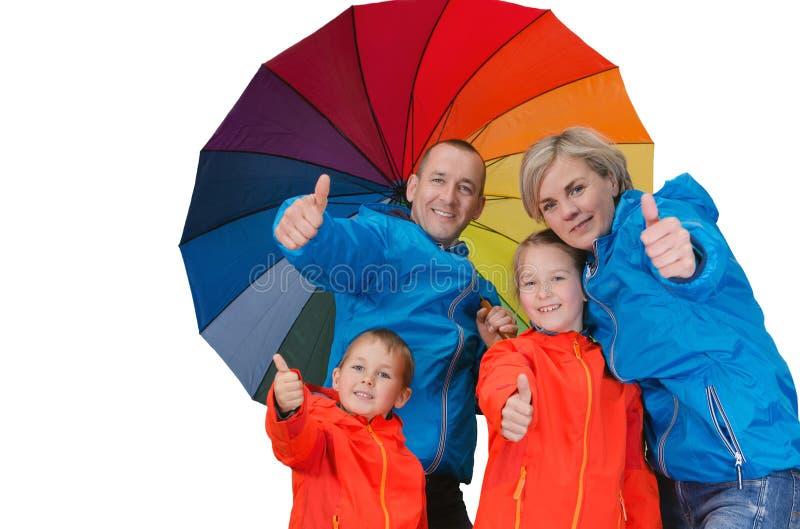 Glückliche Regenfamilienshow greift herauf lokalisiertes Weiß ab lizenzfreie stockbilder