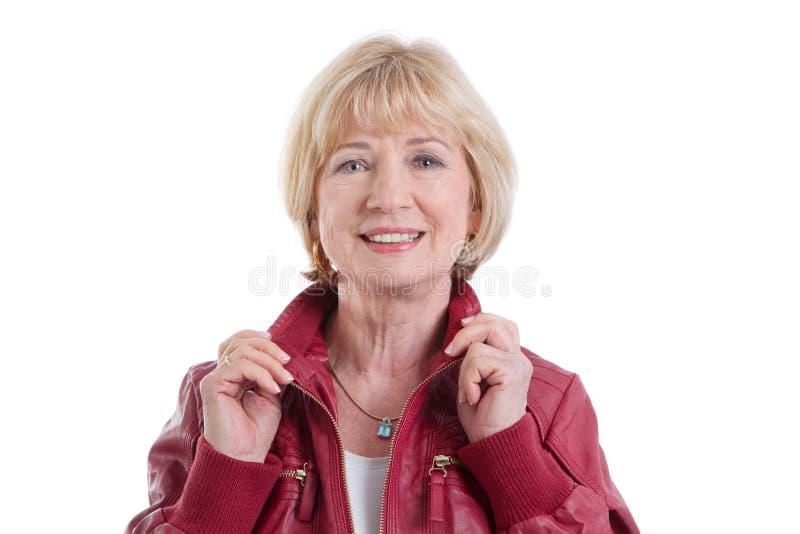 Glückliche reife Frau auf weißem Hintergrund lizenzfreie stockfotos