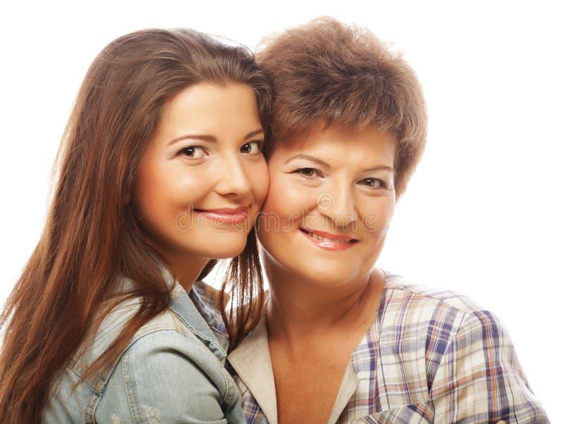 Glückliche reife Mutter-ANG-Erwachsentochter lizenzfreie stockfotos