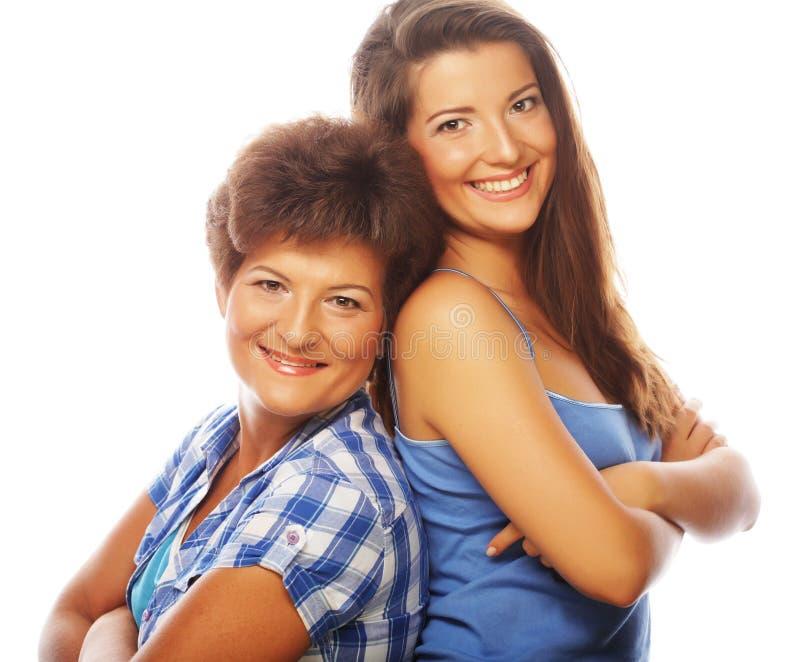 Glückliche reife Mutter-ANG-Erwachsentochter lizenzfreie stockfotografie