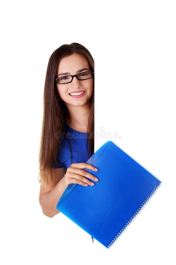 Download Glückliche Schöne Frau Mit Unbelegtem Vorstand Stockbild - Bild von schauen, anschlagtafel: 27730615