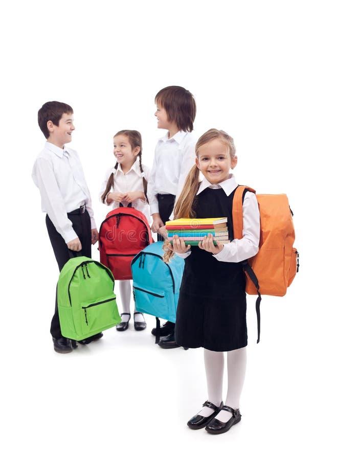 Glückliche Schule scherzt Gruppe stockbild