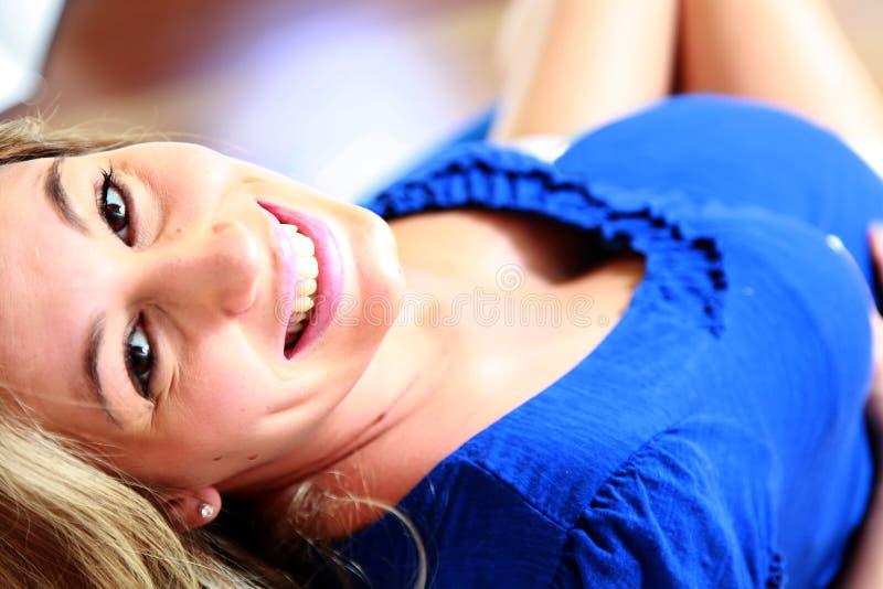 Glückliche schwangere Frau lizenzfreies stockfoto