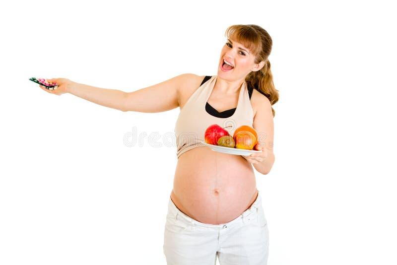 Glückliche schwangere Frau, die gesunden Lebensstil wählt lizenzfreies stockbild