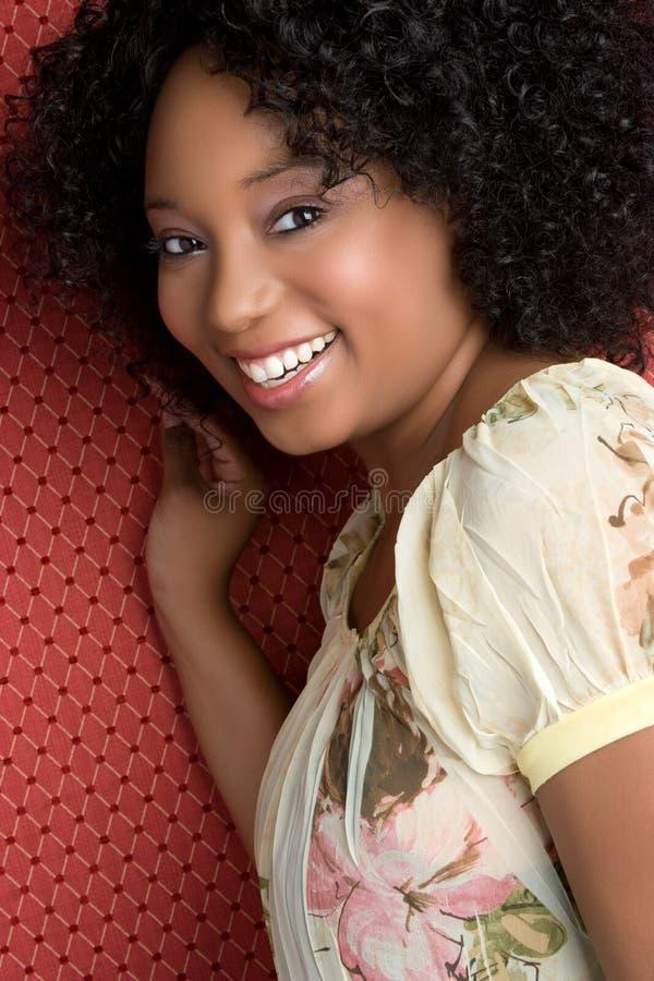 Glückliche schwarze Frau stockbilder