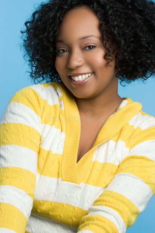 Glückliche schwarze Frau lizenzfreie stockbilder