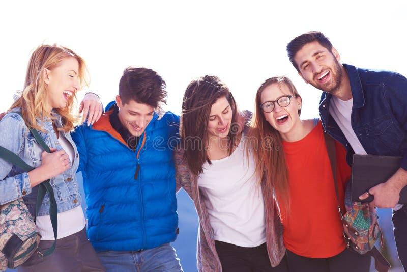 Glückliche Studentengruppe stockbilder