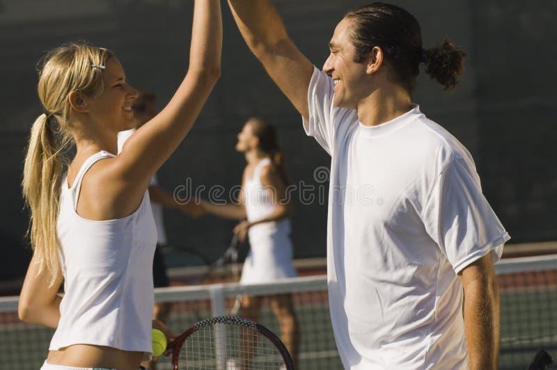 Glückliche Tennis-Spieler stockfoto
