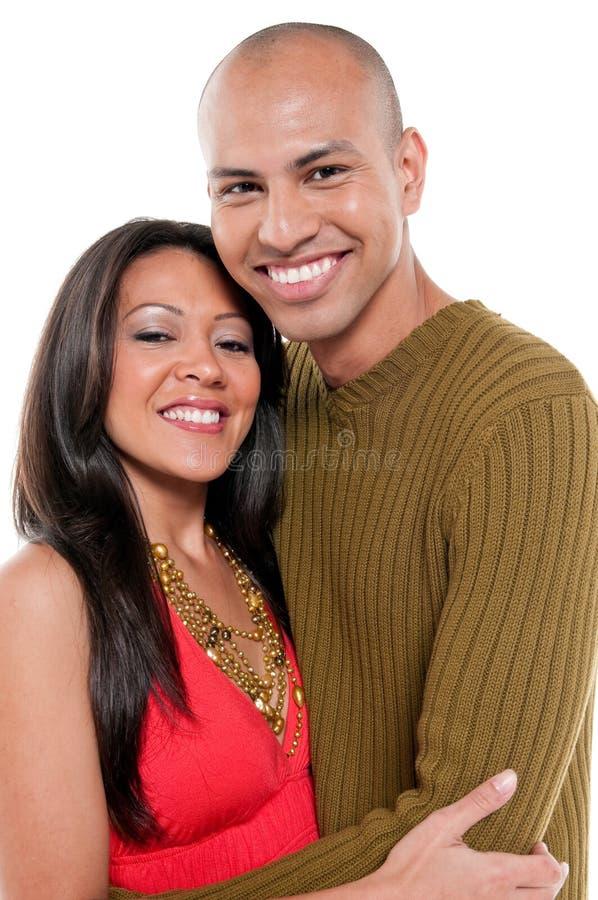 Glückliche und lächelnde Paare lizenzfreies stockfoto