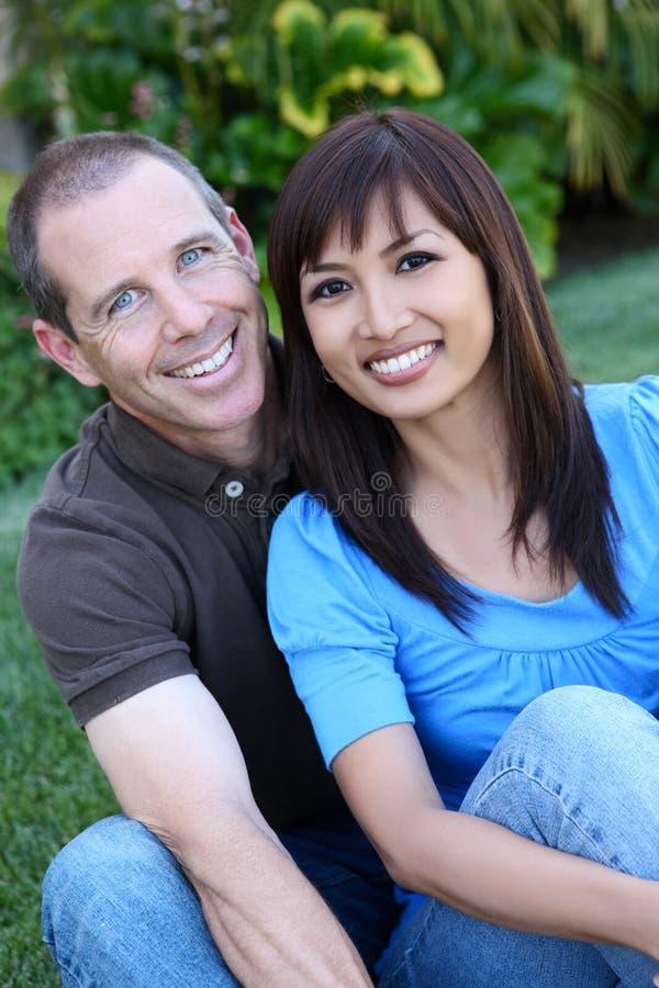 Glückliche verschiedene Paare lizenzfreies stockbild