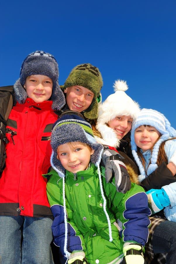 Glückliche Winterkinder   lizenzfreie stockfotografie
