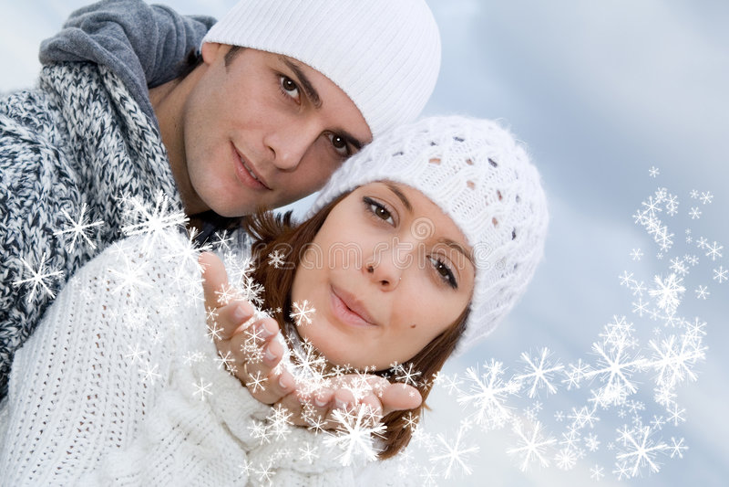 Glückliche Winterleute stockfotografie