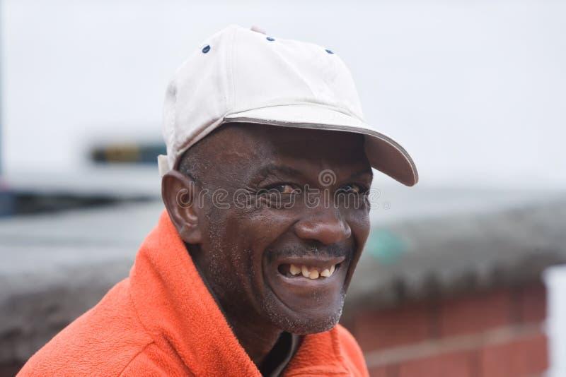 Glücklicher älterer Afroamerikaner-Mann stockfotos