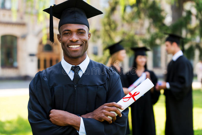 Glücklicher Absolvent stockfotografie