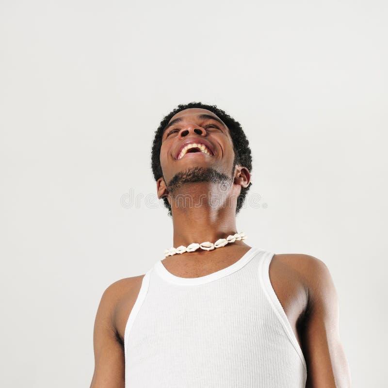 Glücklicher afrikanischer Mann stockfoto