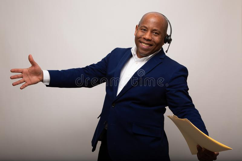 Glücklicher Afroamerikaner-Geschäftsmann lizenzfreies stockbild